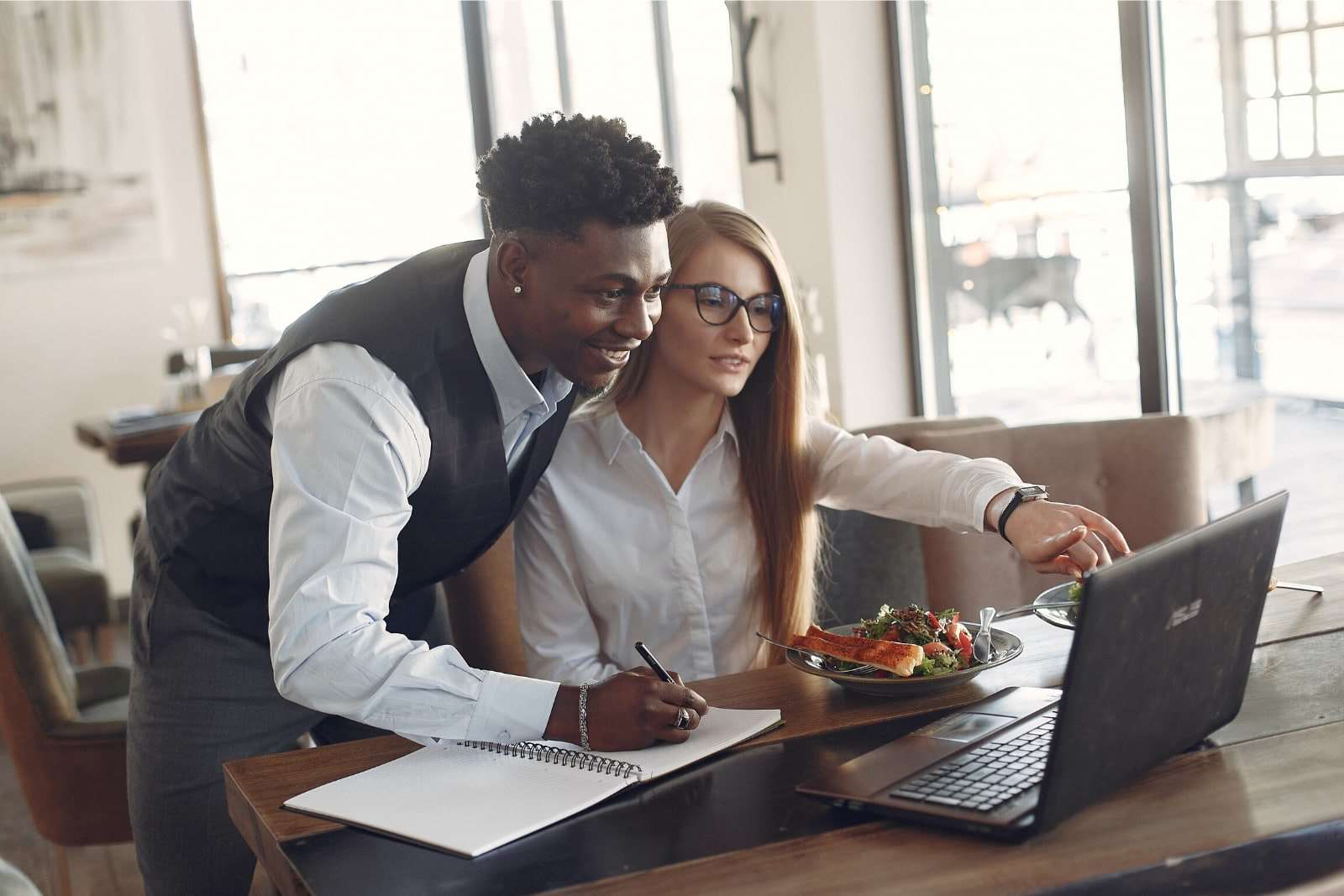 Managing Millennials 101: How To Manage Young Employees [GUIDE]